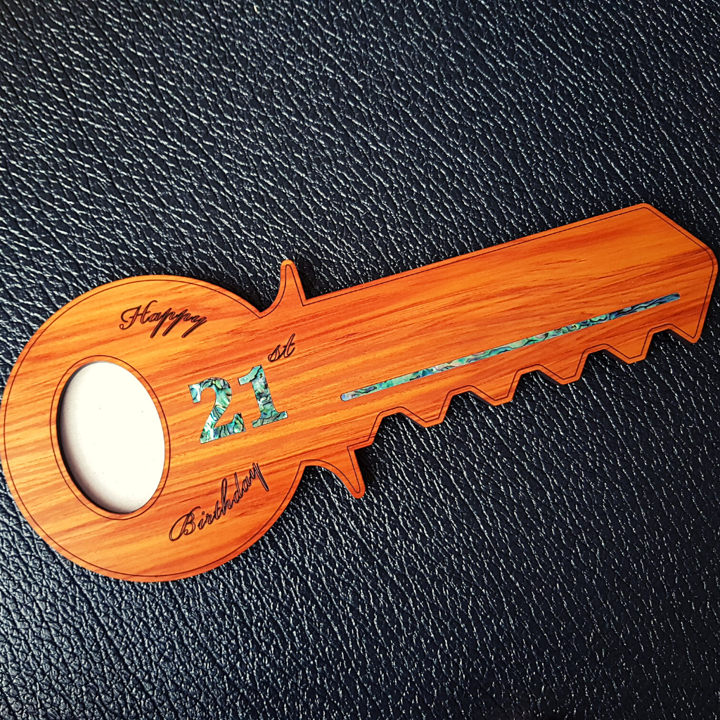 21st Key with Oval Picture Frame
