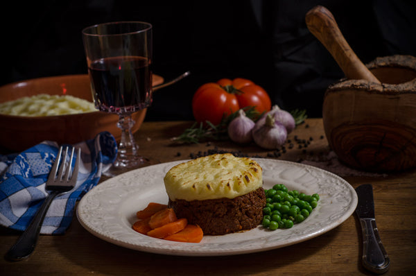 Classic Ready Meal. Shepherds pie, served with peas and carrots.