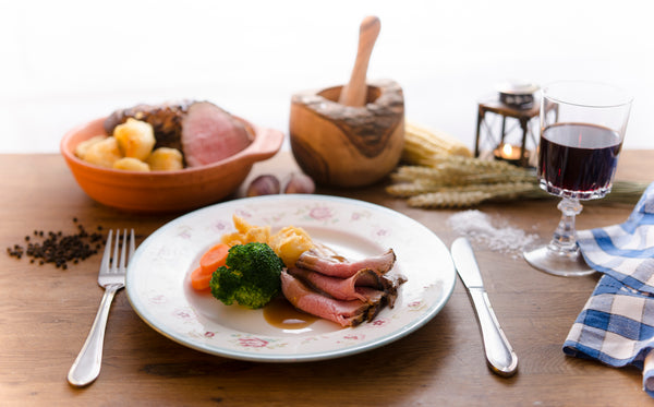 Classic Ready Meal with Roast Beef, Vegetables, Roast Potatoes & Gravy