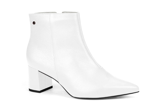 Scarssi White Pointy Toed leather Ankle Bootie | women's medium heel