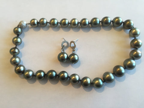 18K White Gold Tahitian Pearl and Diamond Necklace and Earring Parure