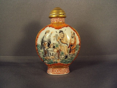 Chinese Painted and Enameled Snuff Bottle,  20th century, in Qing Dynasty style (Qianlong Seal 1736-1795)