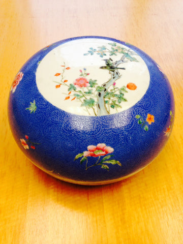 Chinese Famille Rose Porcelain Covered Circular Box, blue scraffiato ground, with apocryphal Qianlong mark, ca.1900