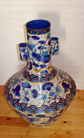 Chinese Cloisonne Enamel 'Arrow' Vase, 20th century