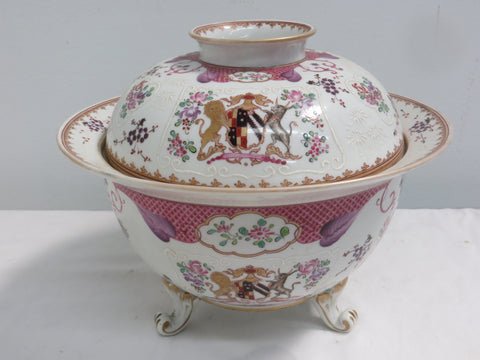 French Chinese Export Style Porcelain Footed Armorial Bowl with Cover, attributed to Edme Samson, 19th century