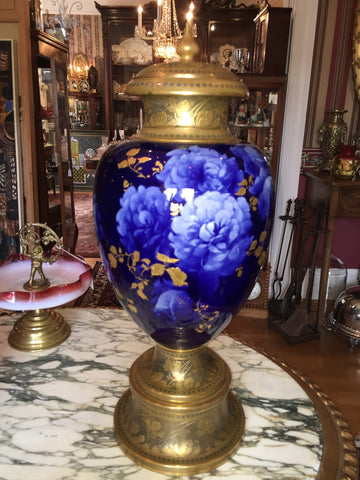 Doulton & Co. Flow Blue Lidded Urn,  Marked, 19th century, retailed by Mermod & Jaccard, St. Louis, MO