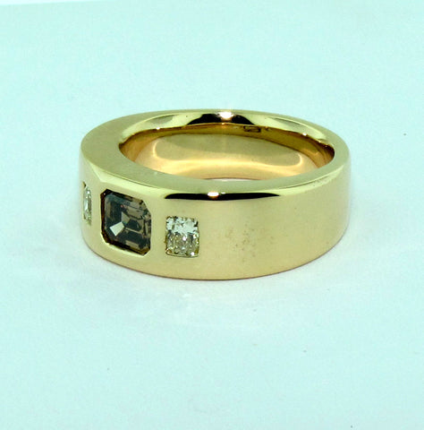 Men's 18K Yellow Gold Cognac and Yellow Diamond Ring, 20th century, the diamonds with GIA and EGL reports