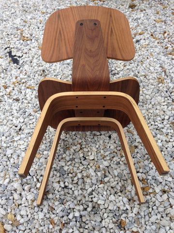 Pair of American Mid-Century Style Molded Plywood Chairs, designed 1946 by Charles and Ray Eames for Hermann Miller