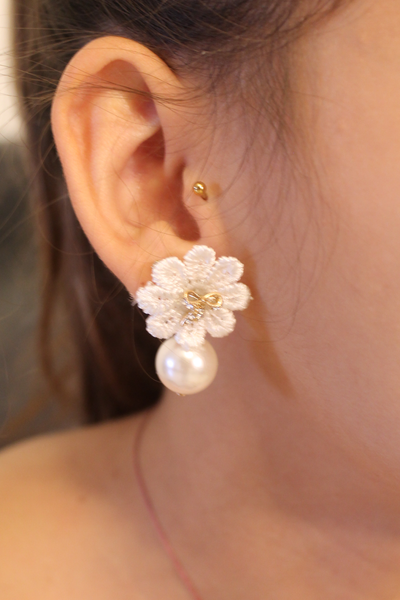 Bow & Flower Pearl Earring - White - Earrings