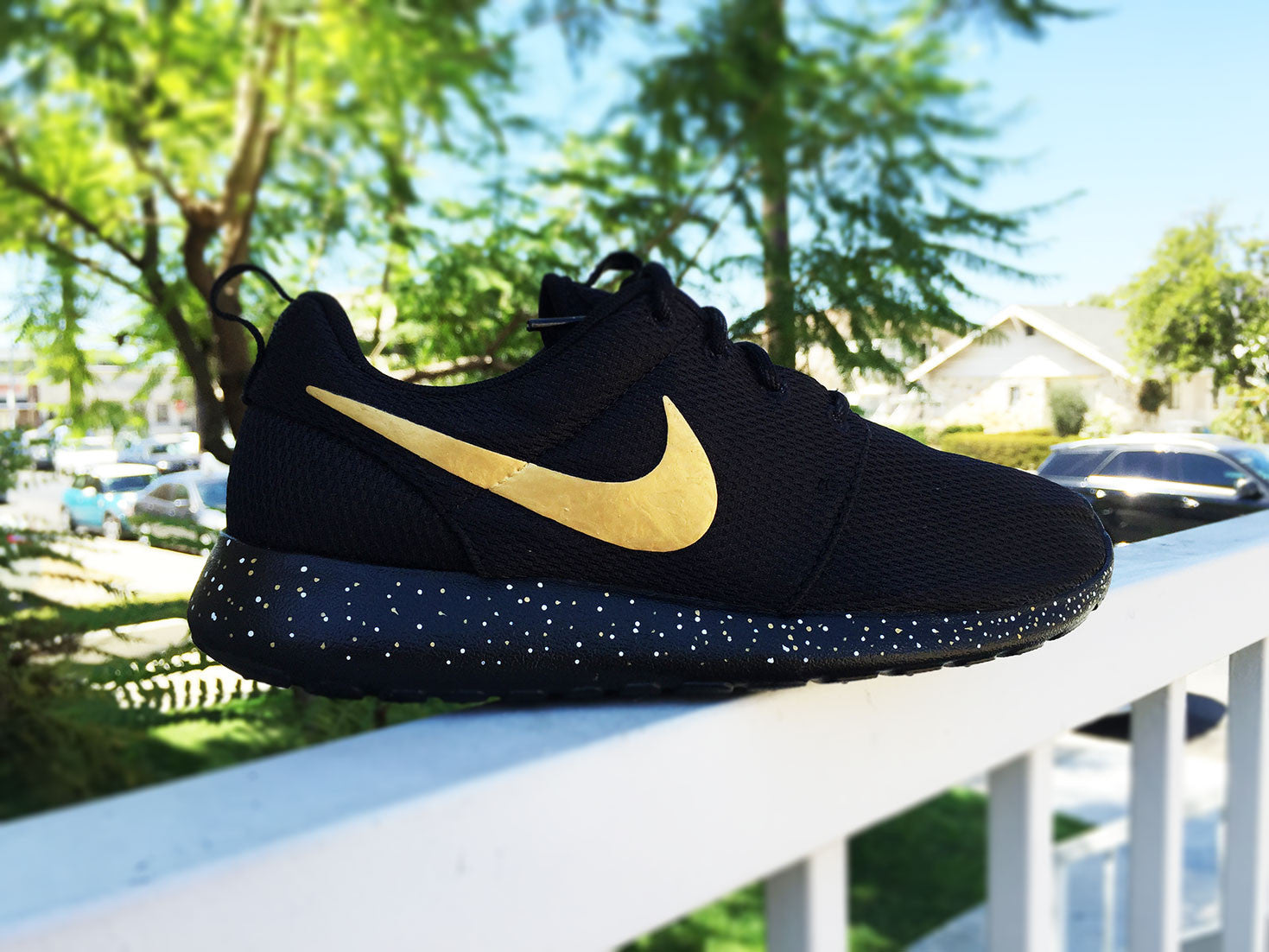 dculop Custom Nike Roshe Run Gold splatter design, Gold and White