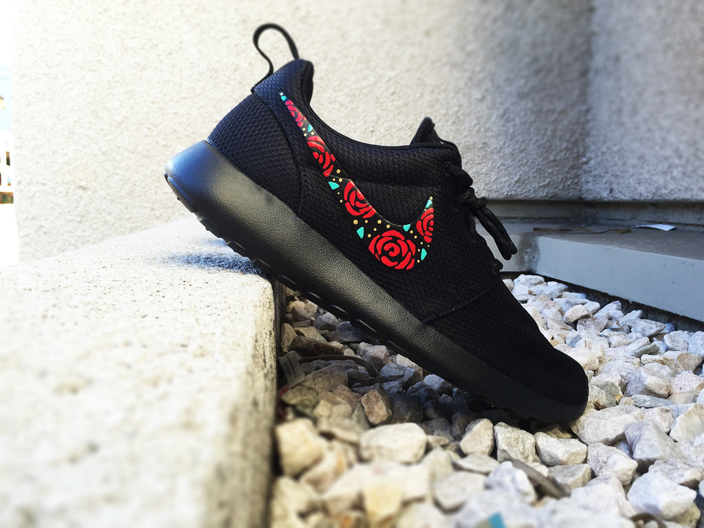 the latest 98da7 6696b Nike Roshe Custom Design, Floral Design, Roses, Hand Painted, Gold Spe –  CustomSneakZ