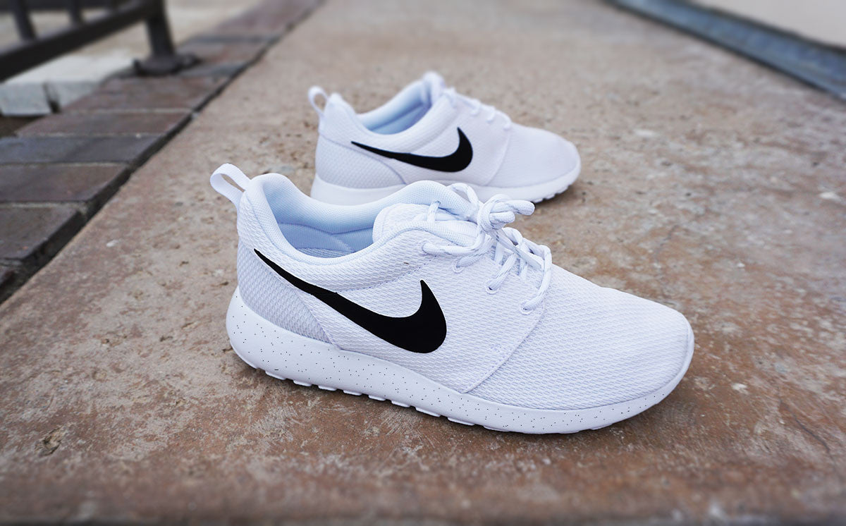 Nike Roshe Run White Black Swoosh