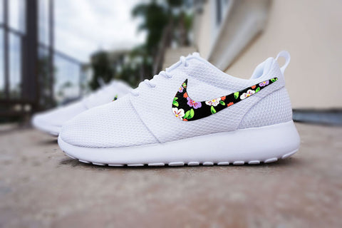 reputable site 8c6a6 454fb Custom Nike Roshe run Floral design, Hand painted floral, lilac flower, Women s  Nike