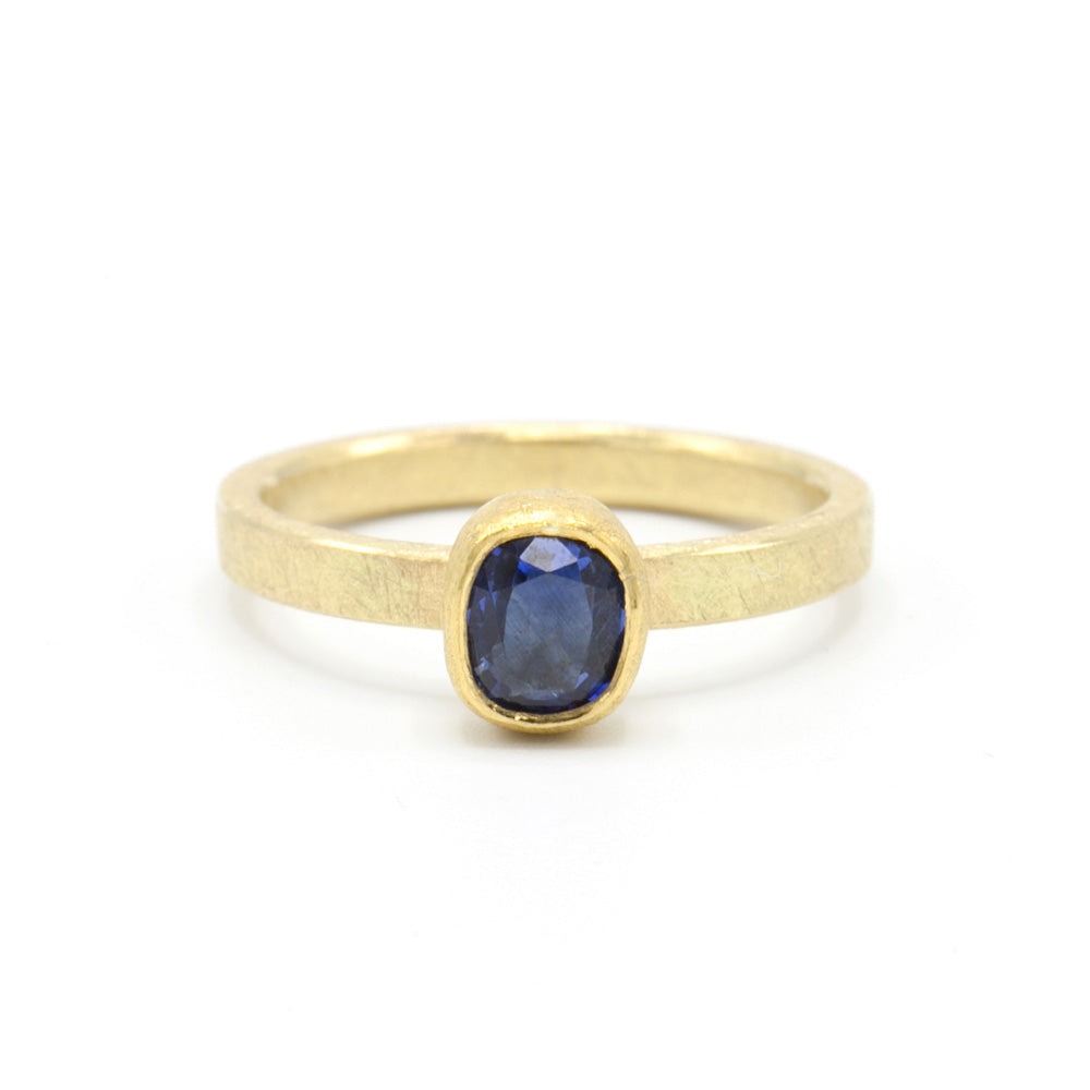 Petra Class | Navy Blue Oval Sapphire Ring