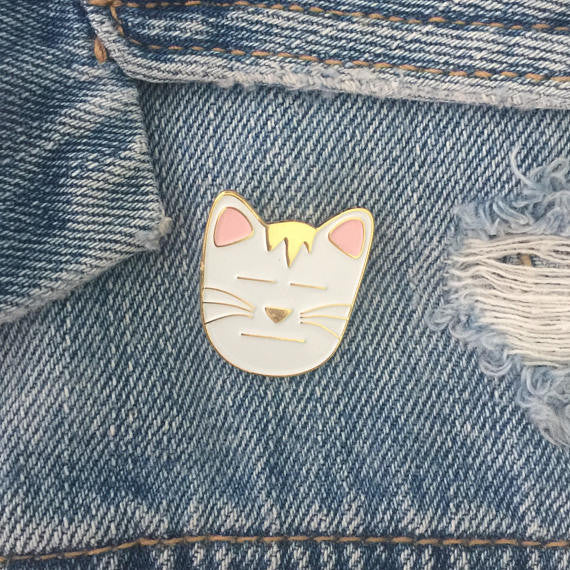 Resting Cat Face Pin