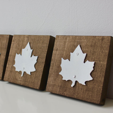 Zebuu Maple Leaf Sign