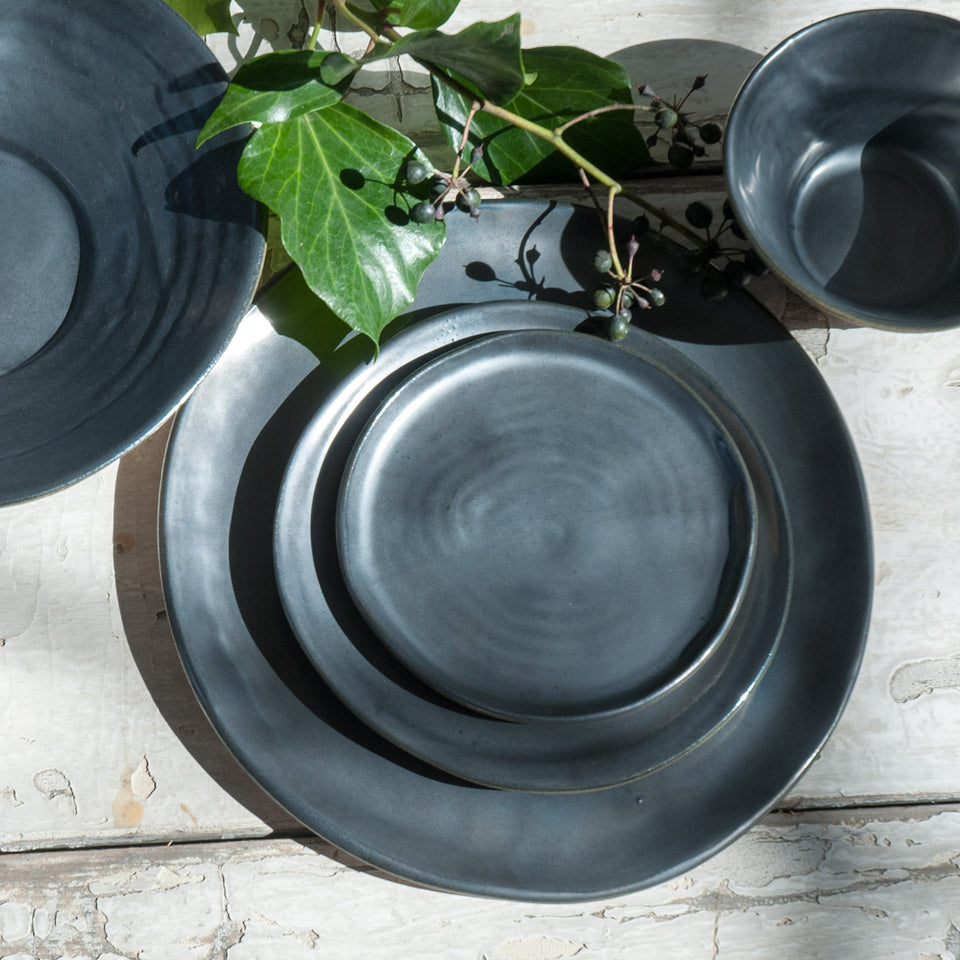 JS 157 Metallic Black Tableware Detail 1