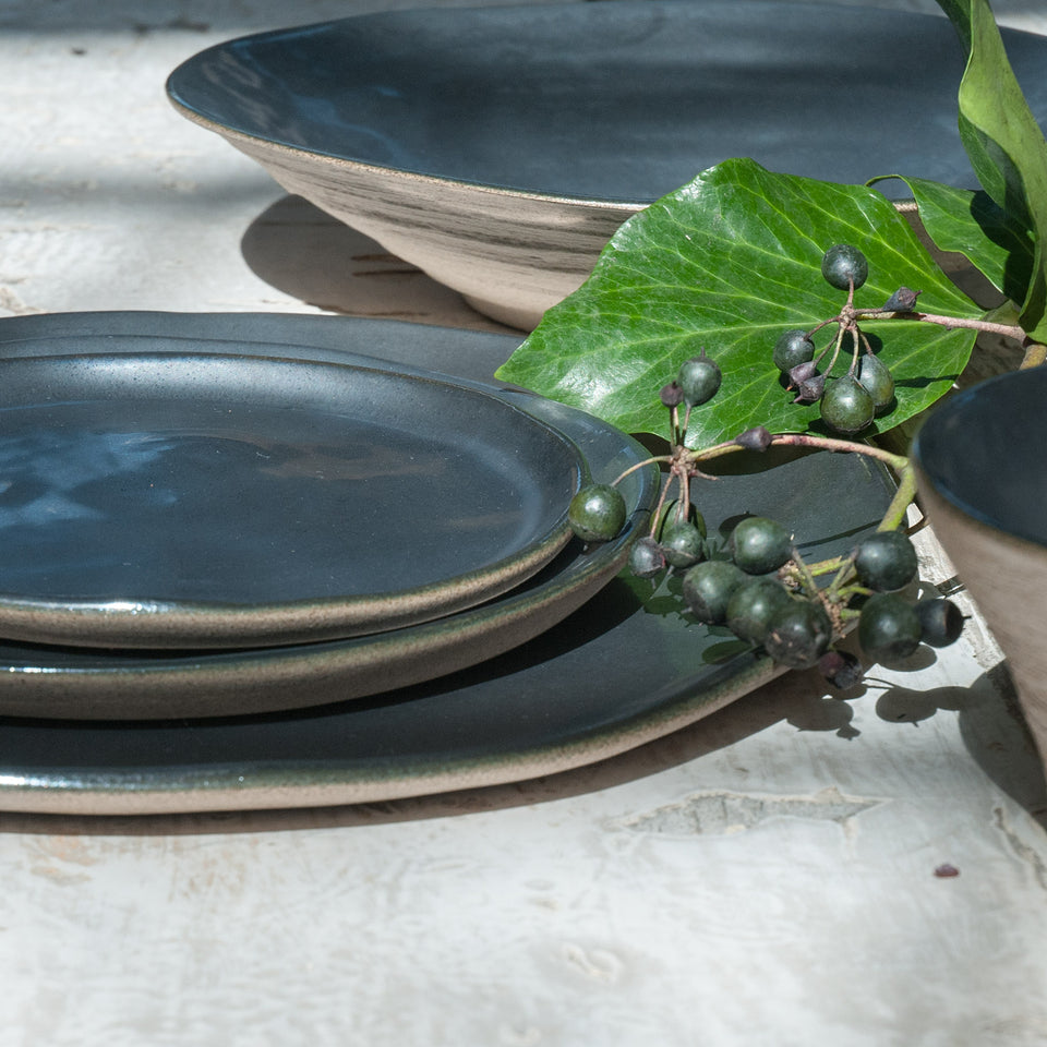 JS 157 Metallic Black Tableware Detail 3