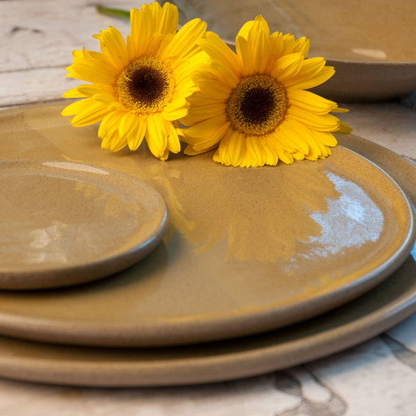 JS 159 Harvest Yellow Speckled Stoneware Tableware Set Detail 2
