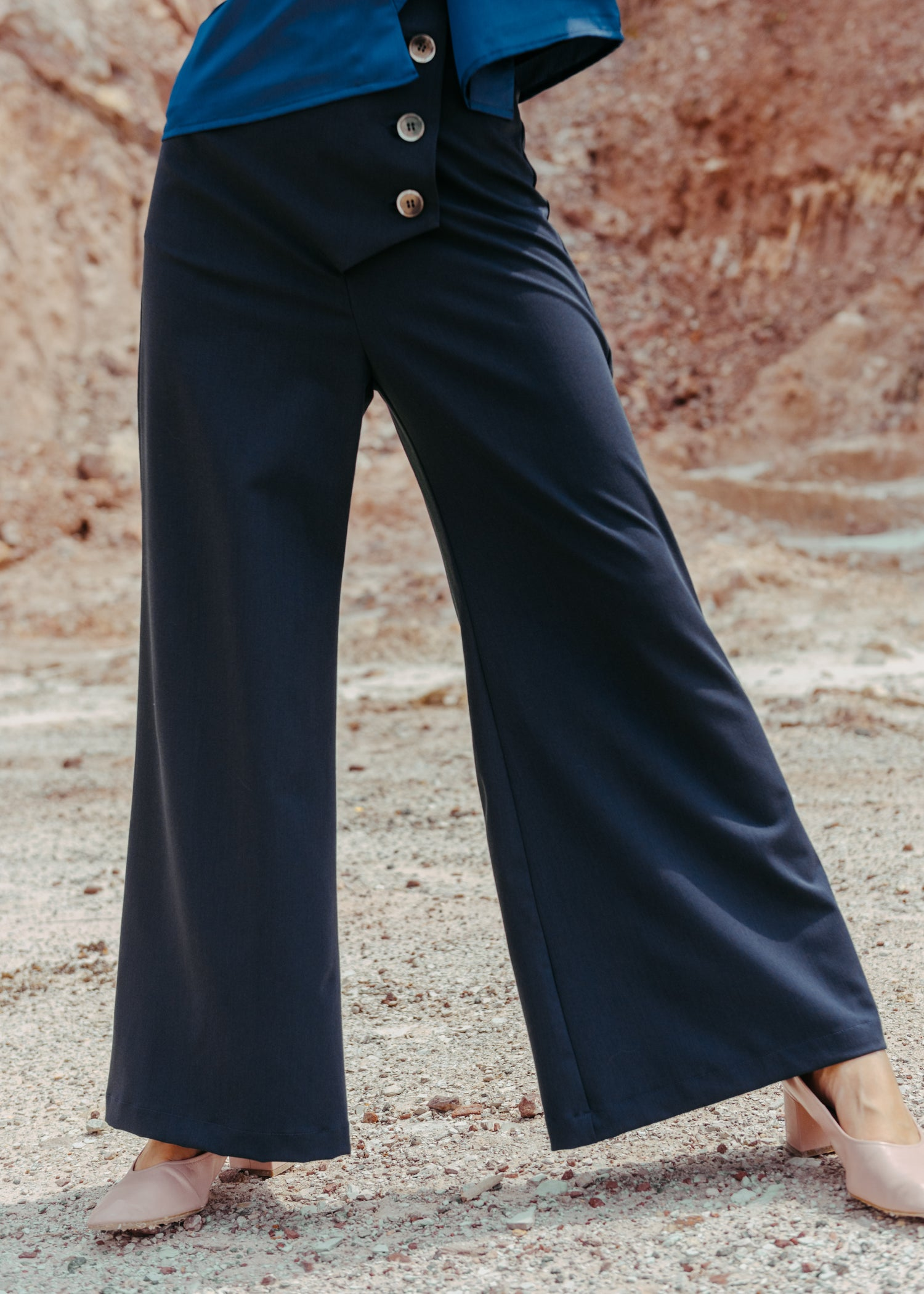 Yuna Trousers in Navy