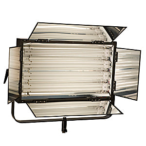 Smith Victor FLO-220 Dimmable 4-tube 220-watt fluorescent light bank w/ barndoors