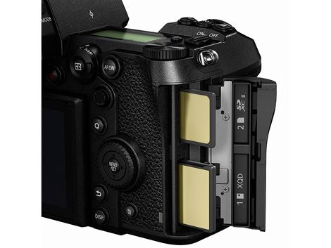 Panasonic Lumix DC-S1R Full-Frame Mirrorless Camera with 24-105mm f4