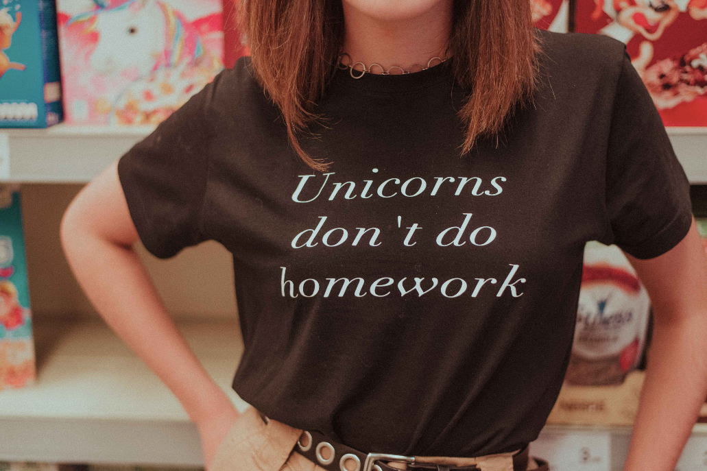 'Unicorns Dont Do Homework' - Camiseta