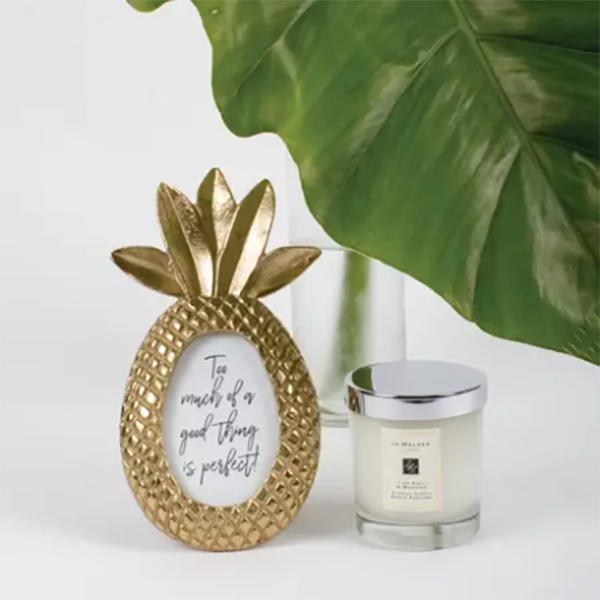 ROUND PINEAPPLE PICTURE FRAME