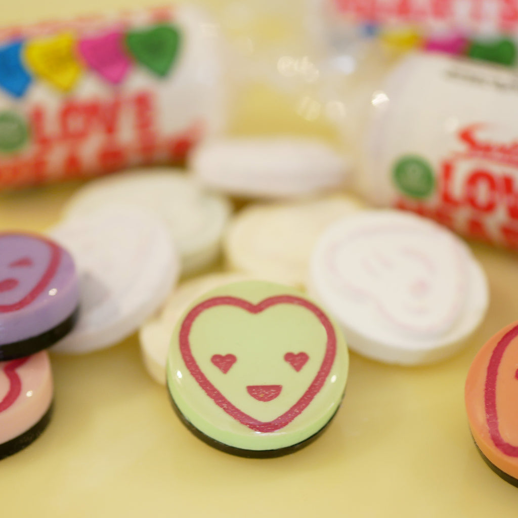 *SECONDS* Love, Love Me Do! – Love Heart Sweetie Pin Badge