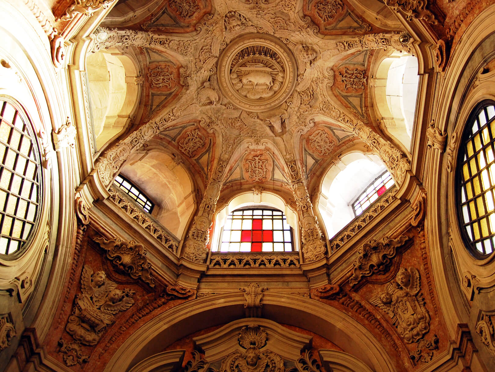 indian goods company friday link pack inspiration weekend reading portugal lisbon cathedral catholic church sunlight cross