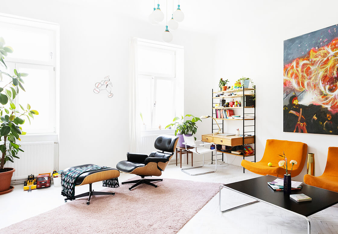 indiangoodsco_blog_design_inspiration_hometour_vienna_claudiarockstroh_carlosperez_historic apartment_whitefloors_art_livingroom_4