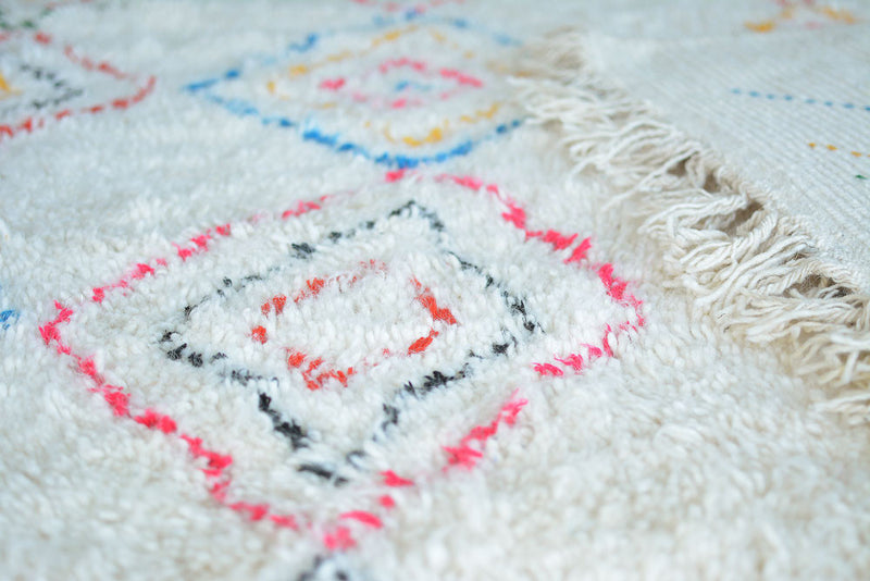 Handmade handwoven pure wool moroccan berber beni ourain rug - Maison Saadah Dubai - Design Arabic Chic Moroccan furniture and home interior decor. Delivery in UAE, United Arab Emirates, Qatar, Saudi Arabia, Oman, Kuwait, Bahrain, Lebanon, Jordan, Iran, GCC, Levant, Middle East, beni ouarain, UAE
