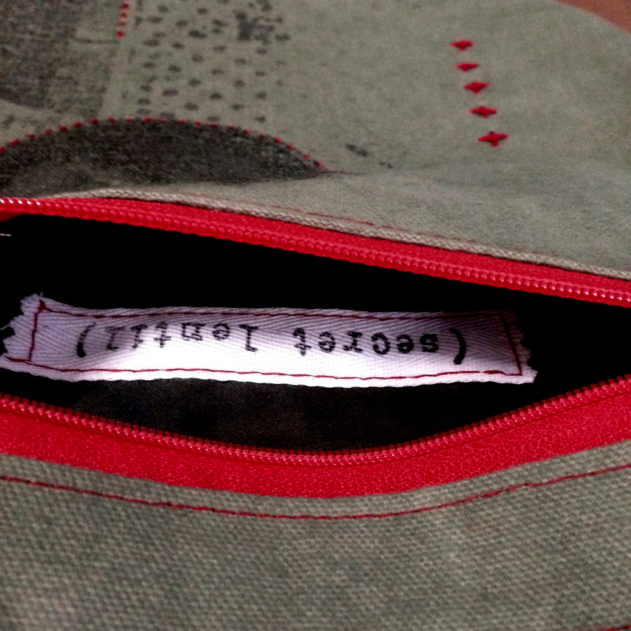 crammit pouch (khaki green, charcoal, black and red)