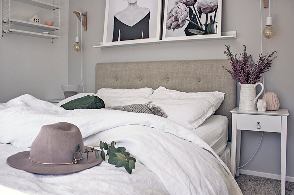 The result is that anyone can make their own DIY headboard with these instructions. The finished headboard is lovely and definitely gives the \u0027luxe\u0027 look in ... & DIY Upholstered Headboard - Clever Poppy