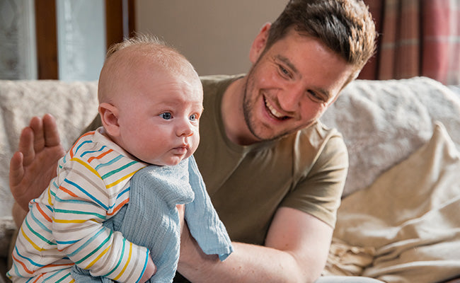 how to help a breastfeeding mom, dads burp baby