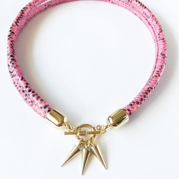 Two-in-one pink snake effect leather choker and double bracelet | KRISTINAGOESWEST.COM  - 3