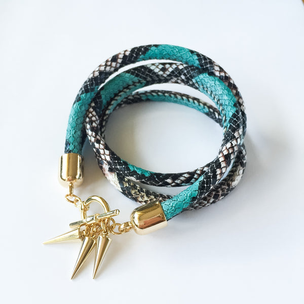 Two-in-one turquoise snake effect leather choker and double bracelet | KRISTINAGOESWEST.COM  - 4