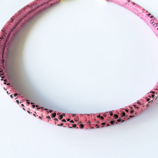 Two-in-one pink snake effect leather choker and double bracelet | KRISTINAGOESWEST.COM  - 4