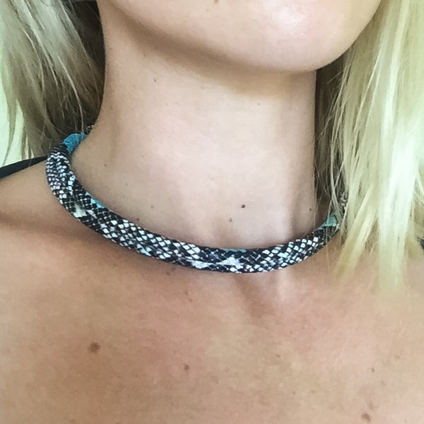 Two-in-one turquoise snake effect leather choker and double bracelet | KRISTINAGOESWEST.COM  - 7