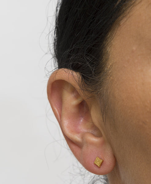 KGW by S.B. | Gold plated silver earrings with dotted patern - Kristina Goes West  - 2