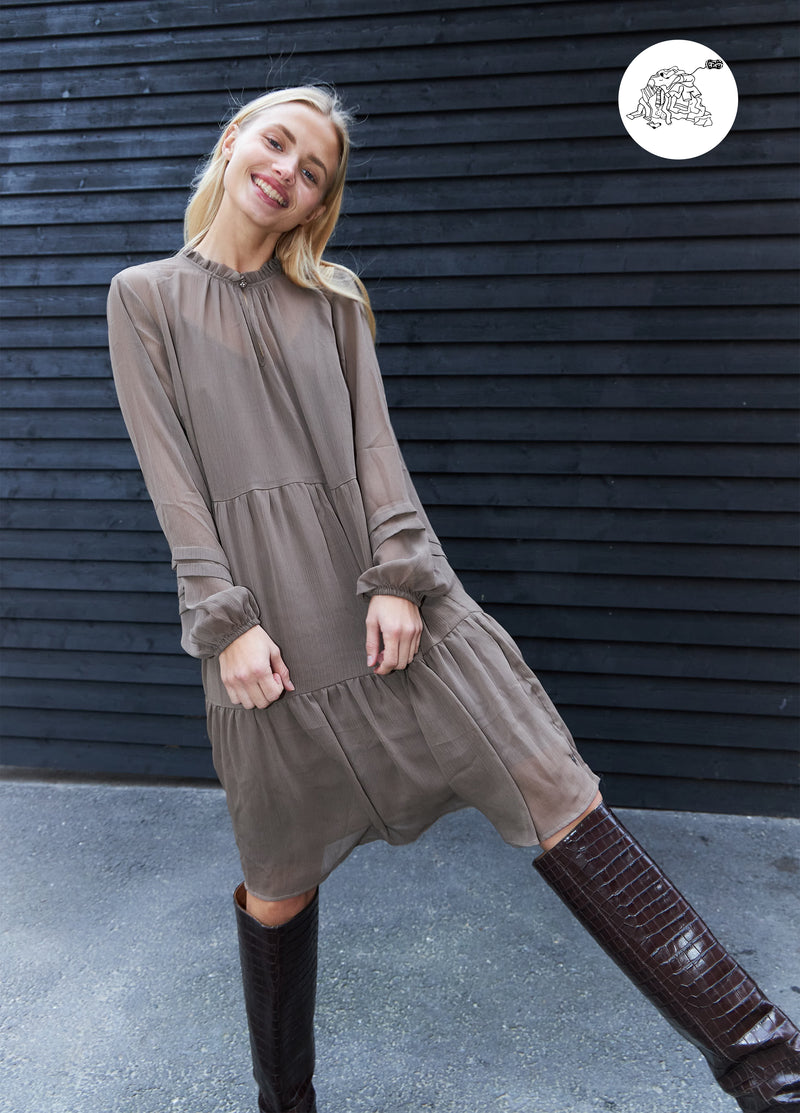 Coster Copenhagen DRESS IN RECYCLED POLYESTER Dress Mud brown - 325