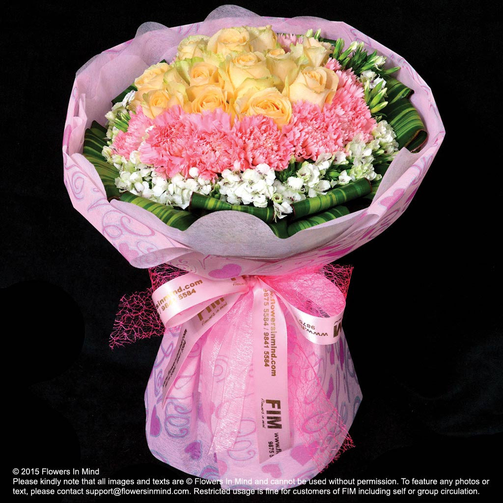 Online flowers delivery | Hand bouquet of Roses and Carnations ...