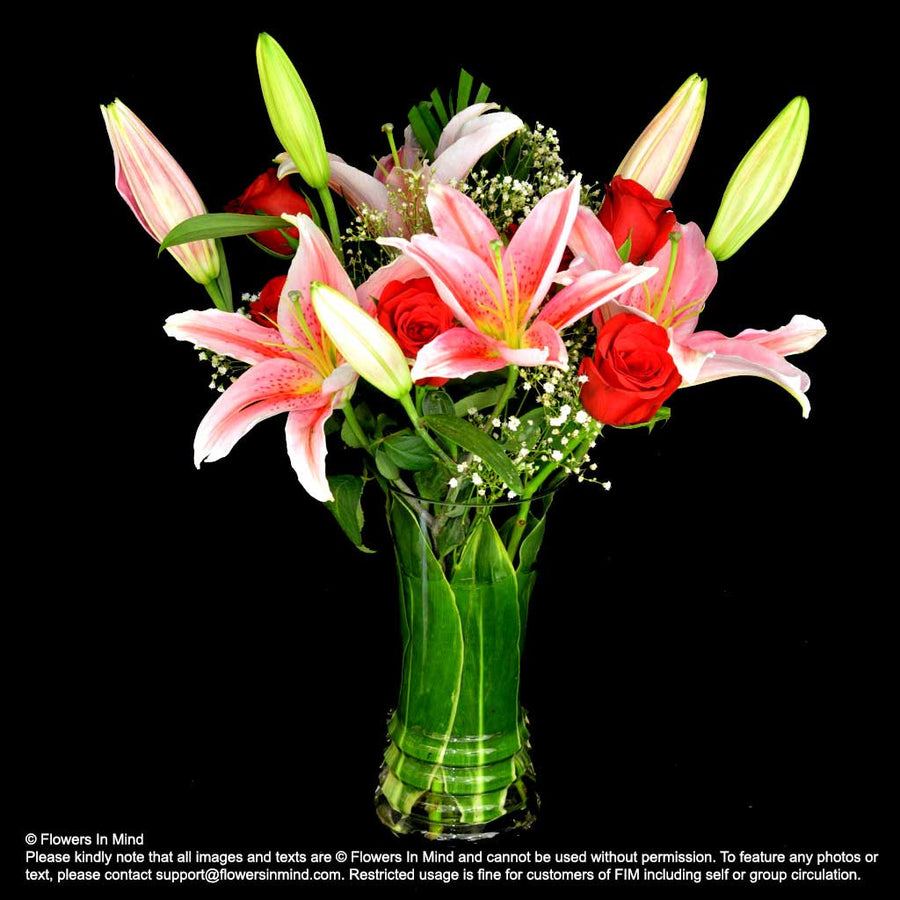 TABLE ARRANGEMENT OF LILIES & ROSES