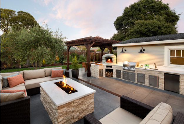 What Homeowners Want in Their Outdoor Kitchens