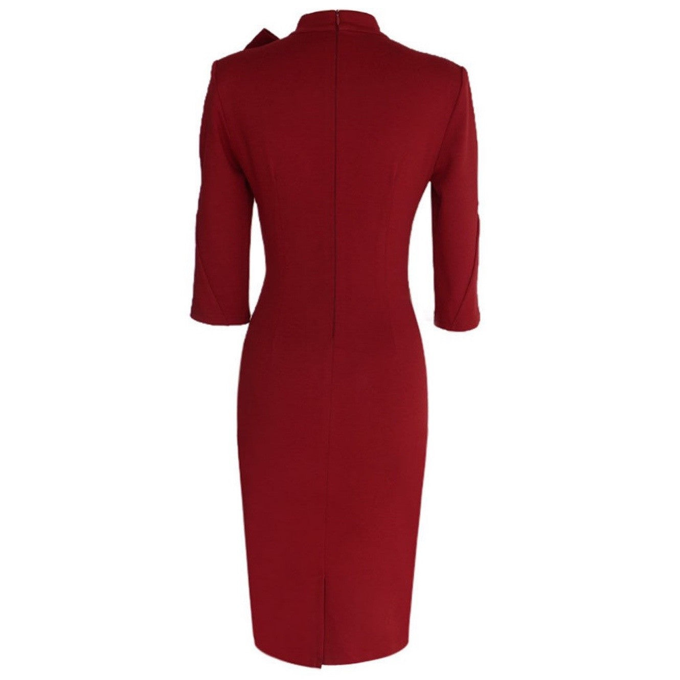 With its classic hourglass silhouette, this stunning deep red dress evokes the polished sophistication of 40s Hollywood style.