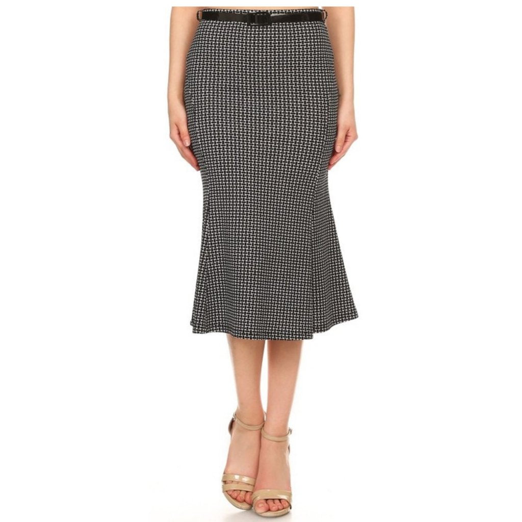 Chic, black and white trumpet-style printed skirt with belt.
