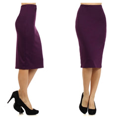 Fitted knee-length pencil skirt in plum.