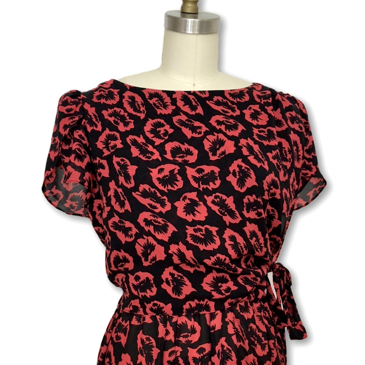 Vintage 1980's petal-sleeve dress with a 1940's-inspired bold red poppy print.