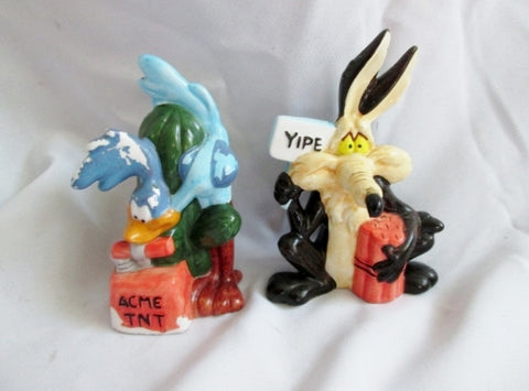 ACME TNT Wile E Coyote Roadrunner Set SALT PEPPER SHAKER WARNER BROS Ceramic
