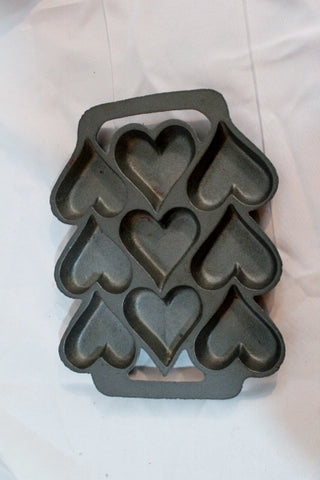 SIGNED Cast Iron Pan 9 Heart Shape Cake Corn Bread Muffin Mold Valentine's Day Cookie